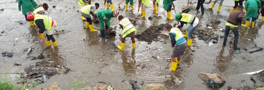 Cleaning Nairobi River2